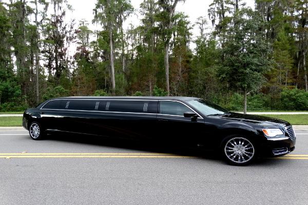 Chrysler-300-limo-service-Carol Stream