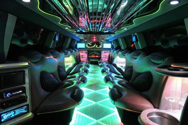 Hummer-limo-Rock Island-rental