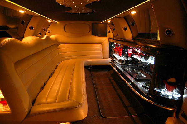 lincoln-limo-service-Denver